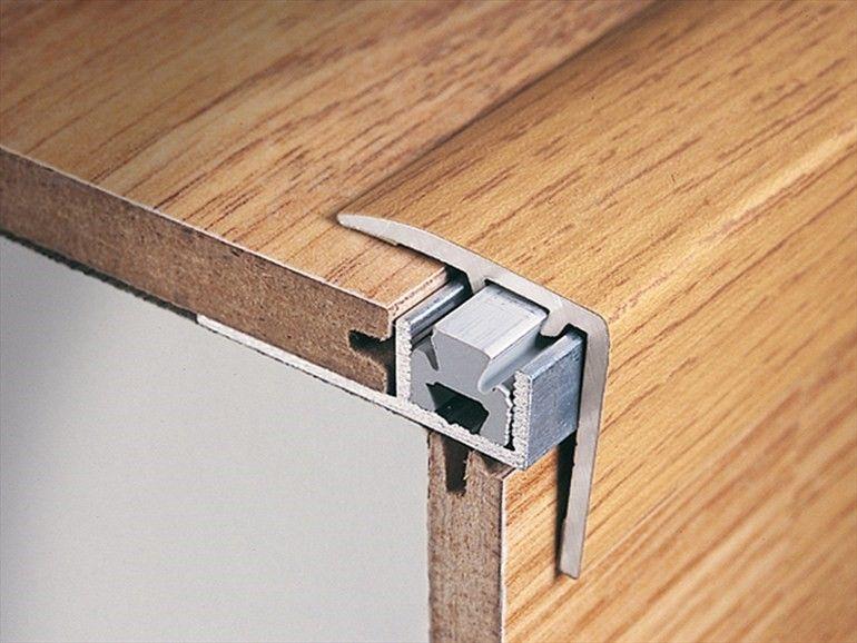 Отделка ламинатом лестницы: ламинированный профиль на углу