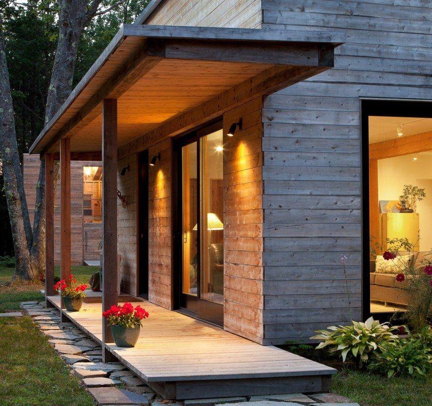 Стильное открытое крыльцо на даче деревянное