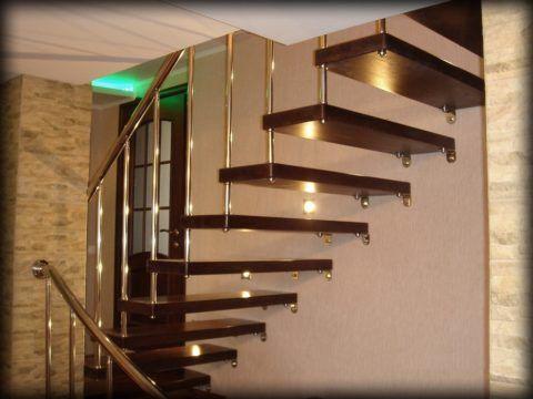Больцевые лестницы в двухэтажном коттедже
