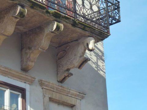 Декоративные подпорки под балкон