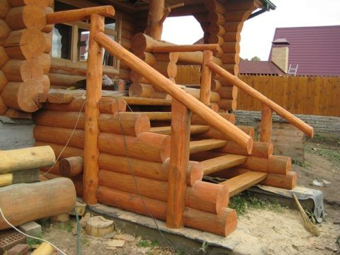 Деревянная лестница в своем доме