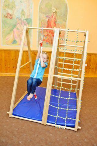 Детская лестница-турник для дома, оснащенная канатом