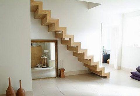 Дизайн интерьера с деревянной лестницей