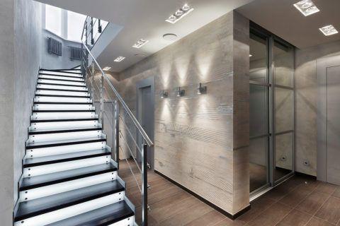 Естественное и искусственное освещение для лестницы на второй этаж
