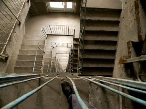 Естественное освещение незадымляемой лестницы – требование, предусмотренное строительными нормами