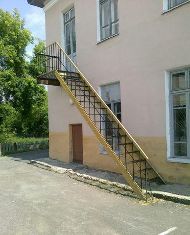 Эвакуационная лестница в детском саду