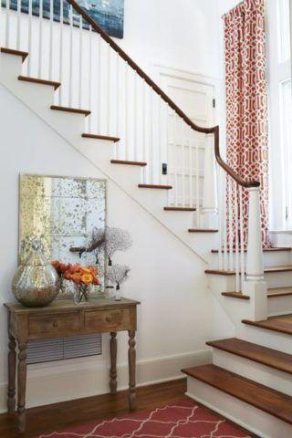 Фото классического варианта окрашивания внутридомовой лестницы