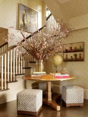 Гармоничное оформление пространства около лестницы