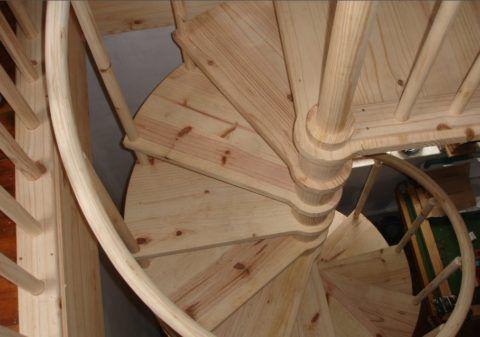 Гнутые перила для винтовых лестниц не так просто изготовить