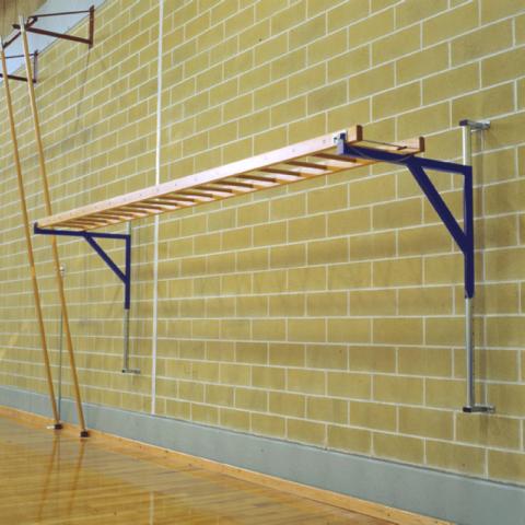 Горизонтальная лестница, смонтированная на стену