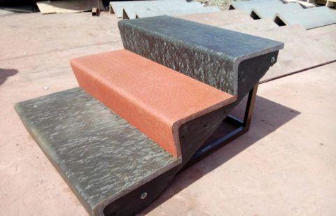 Готовые ступени на каркасе из металла