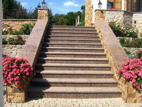 Гранитная плитка на ступенях