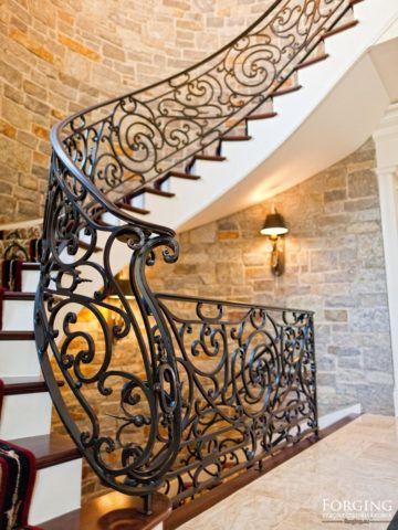 Художественные кованые изделия для лестниц