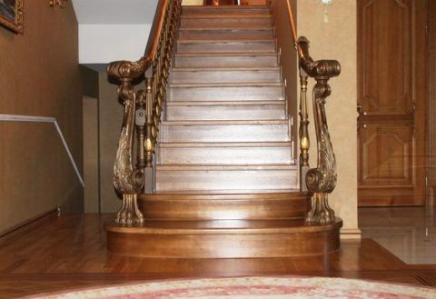 Испанская дубовая лестница