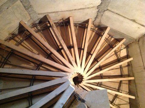 Изготовление и установка лестницы на второй этаж из бетона – это один непрерывные процесс