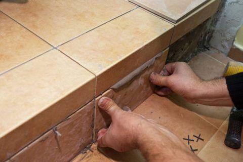 Как класть плитку на ступеньки крыльца: облицовка подступенка