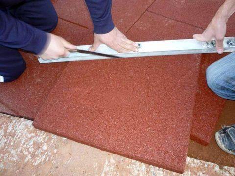 Как правильно обложить крыльцо плиткой: резка резиновой плитки