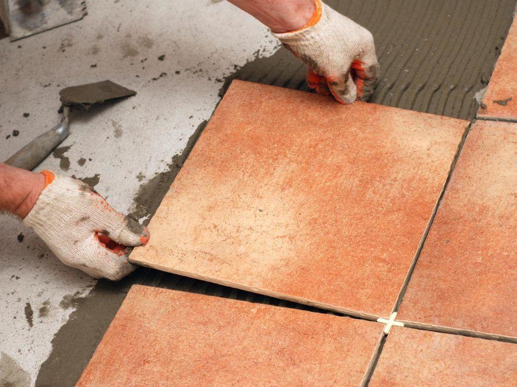 Laying ceramic tiles