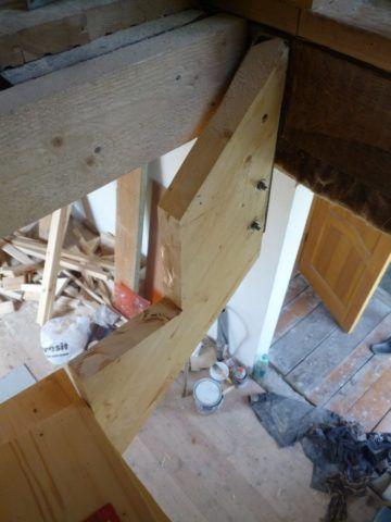 Как укрепить лестницу деревянную на уголок