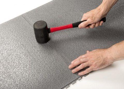 Как выложить плитку на крыльце частного дома: монтаж резинового покрытия
