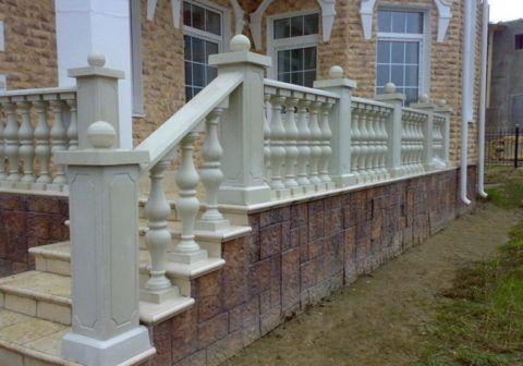 Каменные перила для уличной лестницы