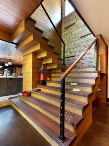 Комбинированная лестница со ступенями из дуба
