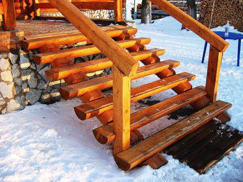 Конструкция деревянной лестницы из 7-ми ступеней