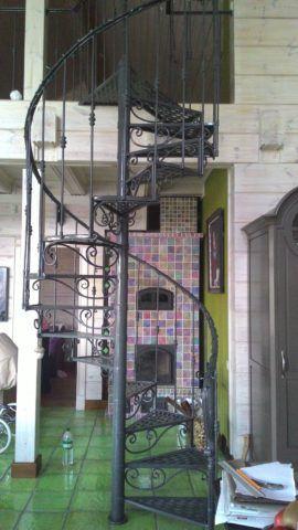 Кованая лестница в доме