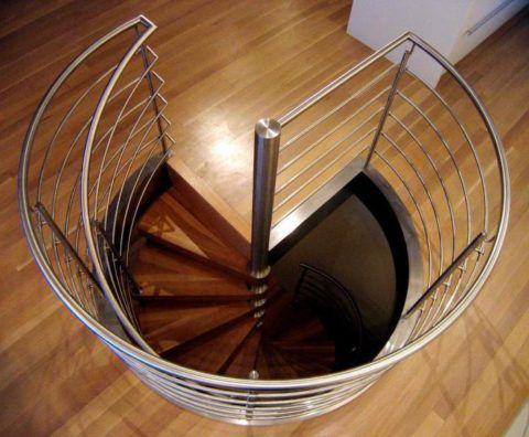 Крепление лестницы ко второму этажу, вид сверху
