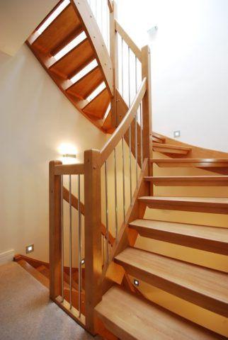 Криволинейная конструкция лестницы