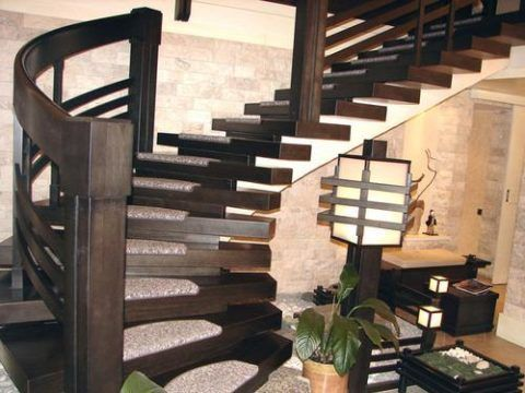 Криволинейная лестница на одном косоуре