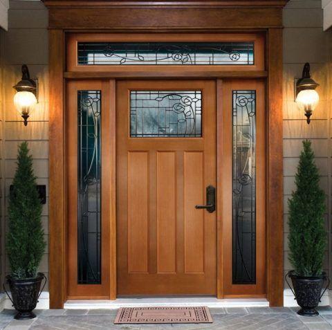 Крыльцо к дому закрытое начинается за дверью