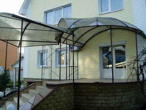 Крыша из поликарбоната на крыльцо
