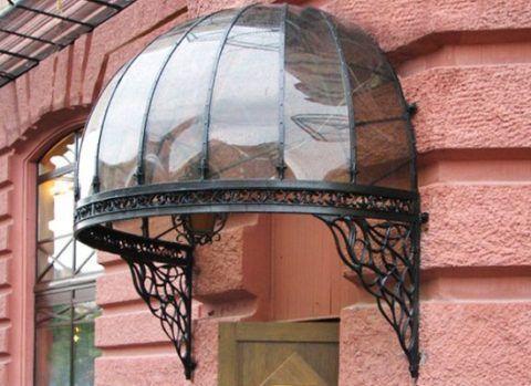 Куполообразный навес над крыльцом