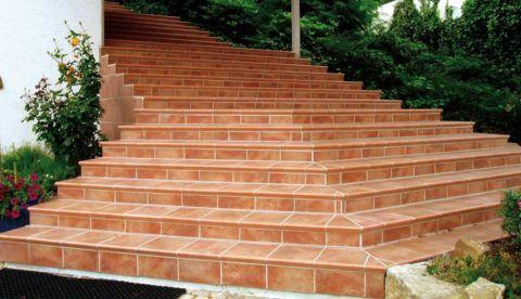 Лестница из керамогранитной плитки