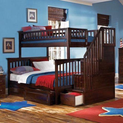 Лестница к кровати из натуральной древесины