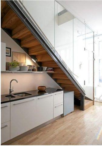Лестница на дачу на второй этаж – кухня под ней