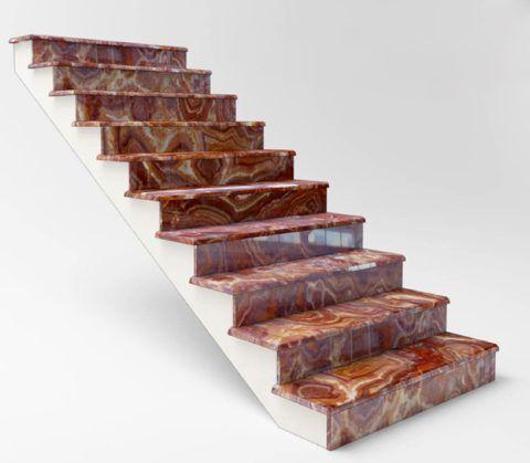 Лестница, отделанная ониксом