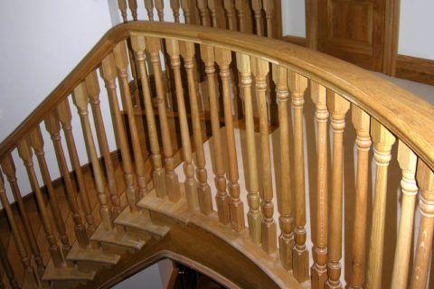 Лестница, покрытая лаковым составом