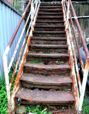 Лестница, пораженная коррозией