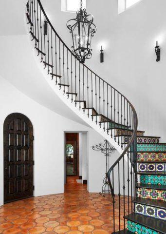 Лестница раскраска яркими орнаментами