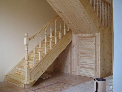 Лестница с кладовкой
