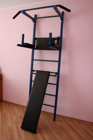 Лестница с полкой