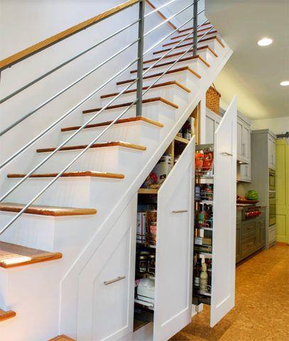 Лестница в дачном домике - выдвижные модульные системы удобны для хранения продуктов и заготовок