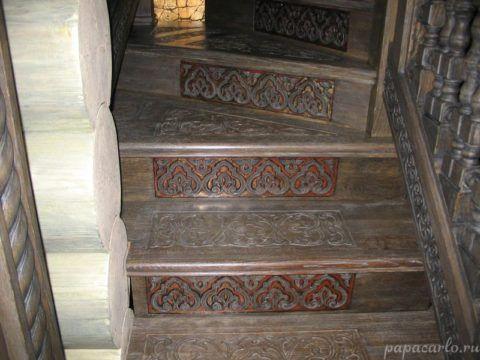 Лестницы из дерева в интерьере: резные подступенки – главное украшение