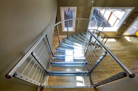 Металл и стекло – любимые материалы современных дизайнеров
