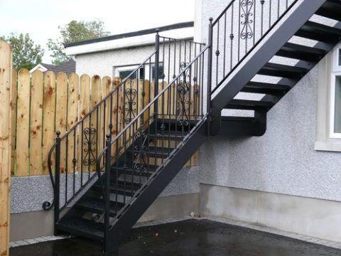 Металлические простые лестницы на 2 этаж