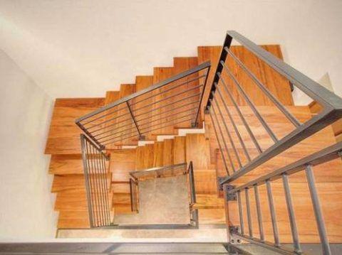 многоуровневая конструкция маршевой лестницы