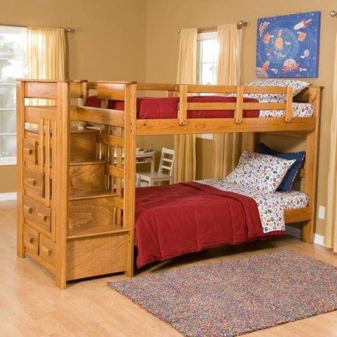 Натуральная древесина является экологически чистым и прочным материалом для изготовления лестницы