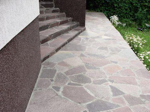 Облицовка ступеней и дорожки недорогим природным камнем